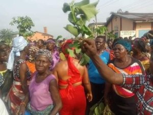 SAPELE: Blood Flows As Women Protest Against Coronavirus Lockdown Extension In Delta – The Liberator