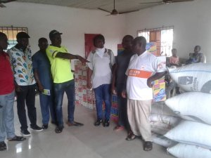 Delta Lockdown: Omafuaire Donate Food Items To Communities In Ughelli South – The Liberator