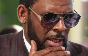 Entertainment: Woman Says R. Kelly Raped Her After Promising Her An Interview
