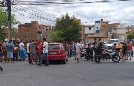 """Image result for Motociclista é gravemente ferido ao ser arremessado após moto colidir em carro em Caruaru"""""""