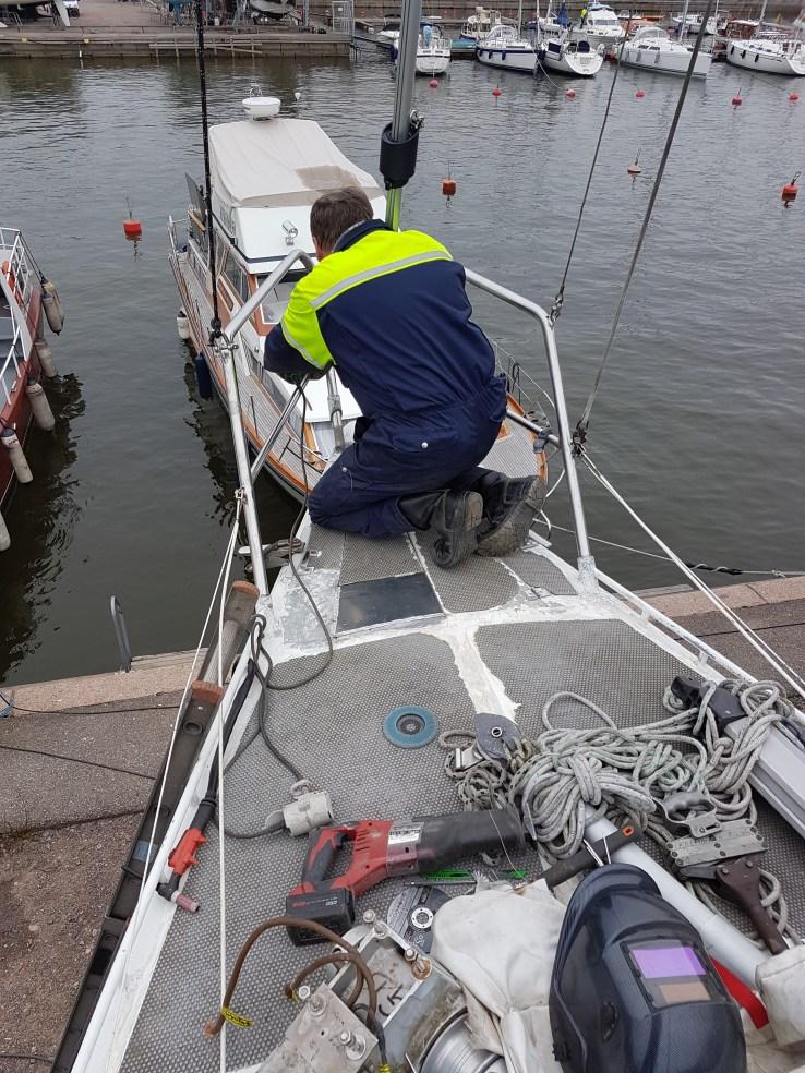 Modifying the rails for the anchor roll - Liberta.fi