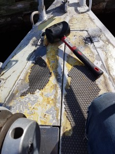 Removing the old anti-slip deck covering with wrong tools - Liberta.fi