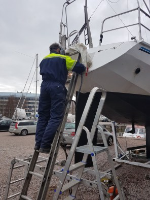Welding the windvane bracket - Liberta.fi