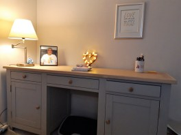 Liz's Shiny New Desk!