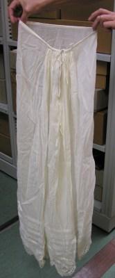 petticoat-gathered-back-scalloped-lace-hem-backview