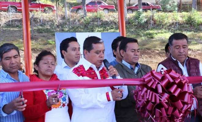 Presidente municipal de Tlaxiaco Gaudencio Ortiz Cruz entrega dos obras importantes a San Isidro Cuquila y  La Lobera
