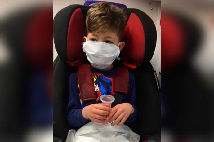 Alfie pequeño guerrero de cinco años infectado de coronavirus