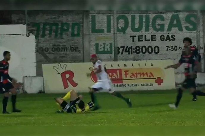 El futbolista William Ribeiro fue detenido por intento de homicidio; pateó la cabeza de un árbitro