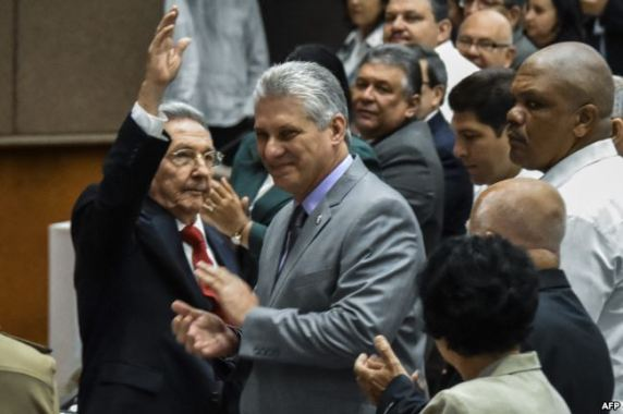 Raúl Castro y Miguel Díaz Canel, nominado a sucederle.