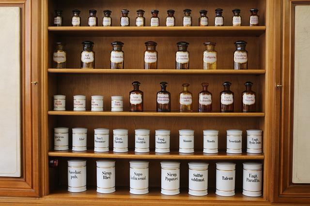 pharmacy-713706_640_mini