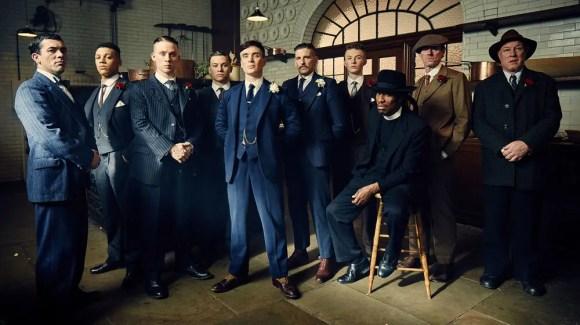 Thomas Shelby, i suoi fratelli e gli altri membri dei Peaky Blinders.