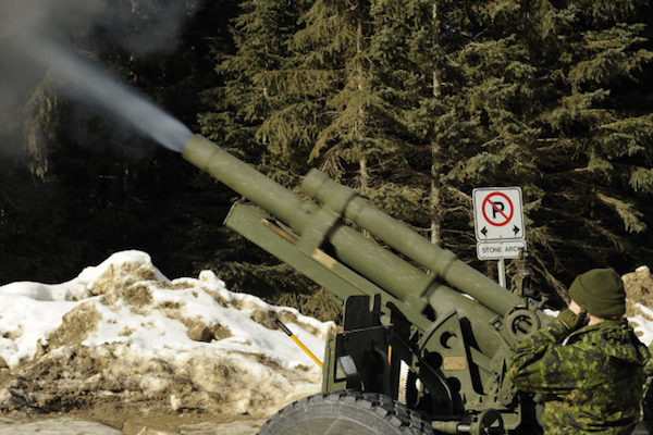 Canadian-avalanche-control-via-105mm-howitzer-660x440