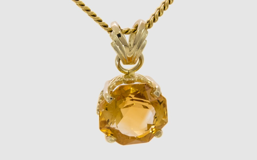 Pendant yellow gold 585 citrine, 20x12 mm A beautiful, gold-colored citrine in octagonal cut - set in highly polished yellow gold