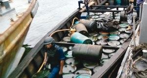 Navy arrests suspected smugglers