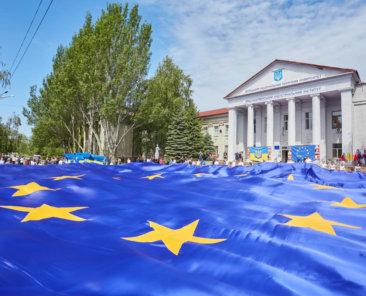 Jugendliche feiern den Europatag in Pokrovsk (© Alex Sun/shutterstock)