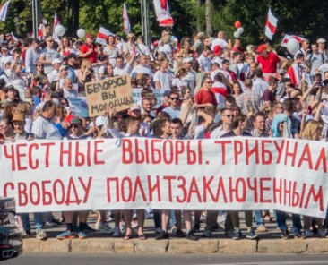 2020_Belarusian_protests_—_Minsk,_16_August_p0048_1200_800