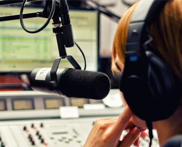 ARD und ZDF sind in der Kritik. Warum öffentlich-rechtliche Sender aber wichtig für die Demokratie sind.