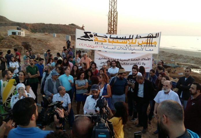 Photos de la manifestation du 28-10-2016 des ONG réclamant l'arrêt immédiat des travaux.