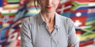 Vera El Khoury Lacoeuilhe, née Vera El Khoury en 1959 à Beyrouth, est une diplomate et conférencière en droit international libanaise.