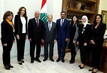 Le Président de la République, le Général Michel Aoun, recevant une délégation de familles de martyrs de l'Armée Libanaise. Crédit Photo: Dalati & Nohra