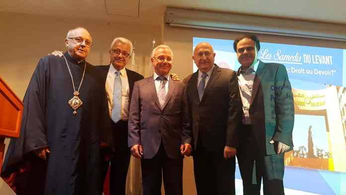 De gauche à droite : Mgr Issam Darwiche, Dr. Elie Abboud, Pr. Jean Leonetti, Dr. Antoine Maalouf, et M. Karim Gemayel.