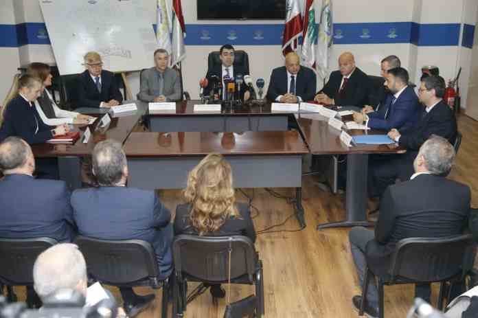 La signature du contrat avec la société russe Rosneff. Au centre de l'image, le Ministre de l'énergie et des ressources hydrauliques, César Abi Khalil. Crédit Photo: Dalati & Nohra.