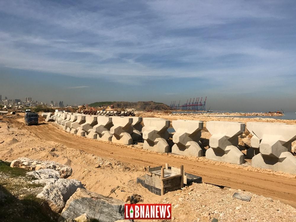 La mise en place de la décharge de Jdeideh et au loin celle de Bourj Hammoud. Crédit Photo: Libnanews.com