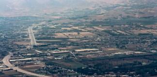 La route Beyrouth Damas au niveau de la vallée de la Békaa. Crédit Photo: François el Bacha pour Libnanews.com. Tous droits réservés.
