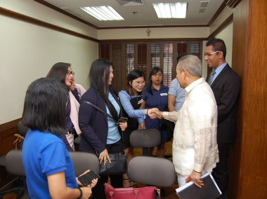Retired Chief Justice Artemio Panganiban meeting the new batch of FLP scholars for the SY 2018-2019