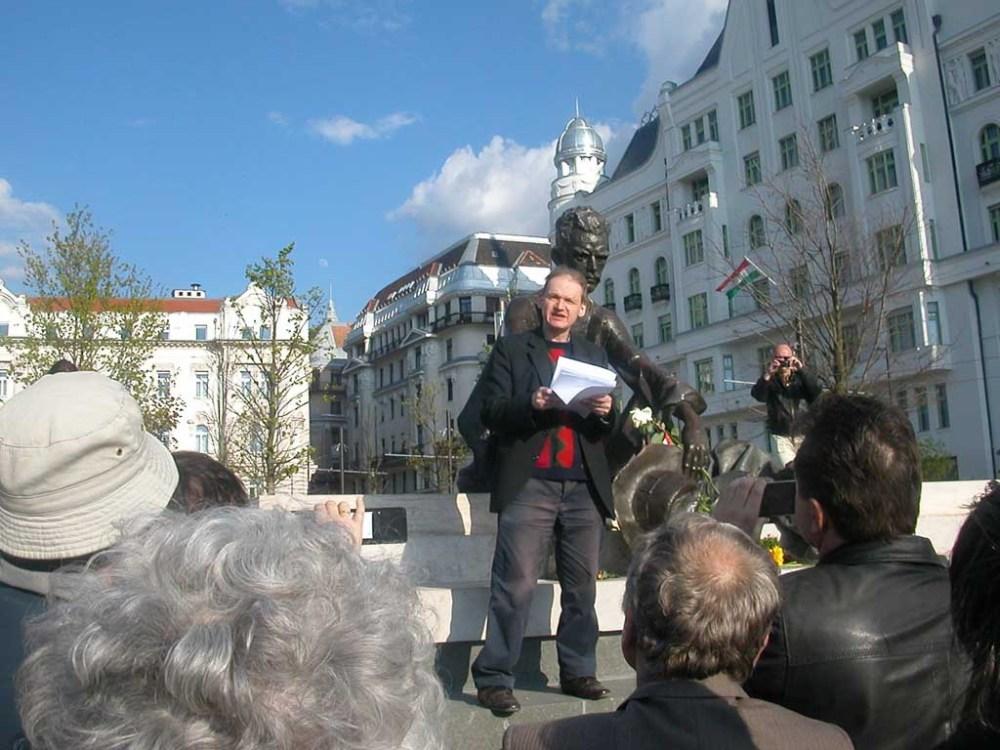 A Folyó irodalmi folyóirat költészet napi megemlékezést tartott Budapesten, a József Attila szobornál. Az ünnepi beszédet Payer Imre József Attila-díjas költő mondta el.