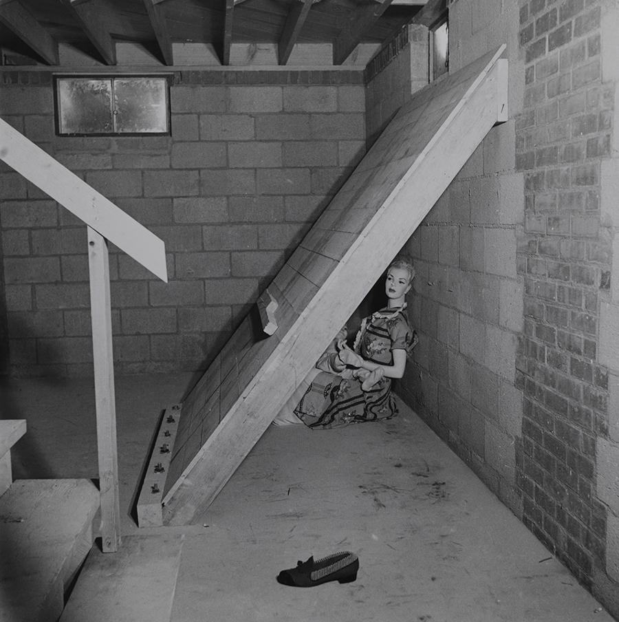 Báb egy alagsorban, atombomba tesztelésen, Nevada, 1953.