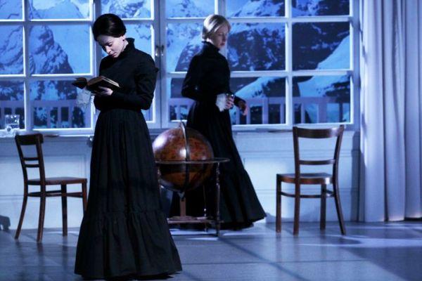 Hámori Gabriella, Szandtner Anna - Stuart Mária, Örkény Színház (fotó- Puskel Zsolt).