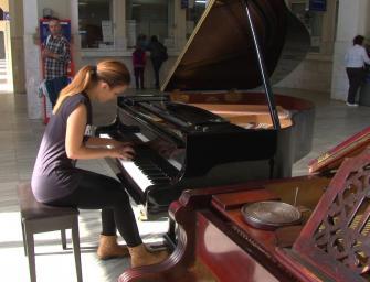 Hogyan került a zongora a kolozsvári vasútállomásra?
