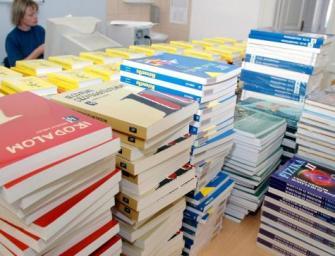 Tankönyvbotrány: Szemöldöksmink és szőrtelenítés a 8.-os biológia tankönyvben?