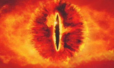 Nem lebeghet Moszkva fölött Tolkien vöröslő szemgolyója