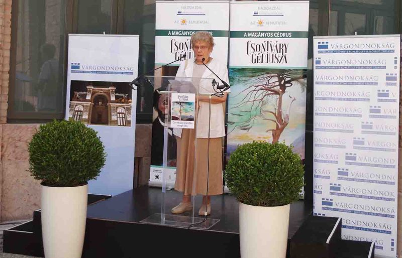 Keserü Ilona beszéde a tárlat szakmai megnyitóján - a szerző fotója