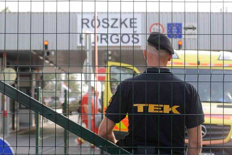 Röszke, 2015. szeptember 16. Terrorelhárítási Központ (TEK) egyik tagja a Röszke-Horgos határátkelőhely magyar oldalán 2015. szeptember 16-án. MTI Fotó: Kelemen Zoltán Gergely