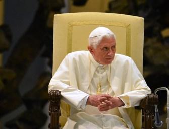 Milyen könyvek találhatók XVI. Benedek pápa új könyvtárában?