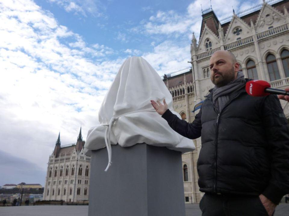 minden magyar szobra weiler péter - hóman-szobor