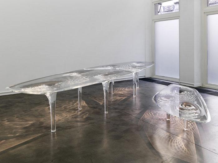 """Liquid Glacial' tables forrás: production.slashmedias.com"