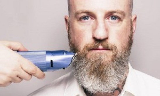 Bearded-Man-Hair-Clippers-009