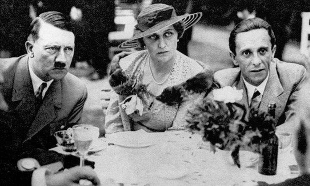 Goebbels és felesége, Magda Hitlerrel