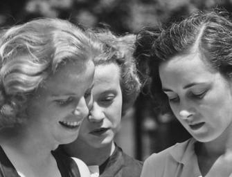 A rejtélyes olasz írónő legjobb barátnőjét saját apja hajította ki az ablakon