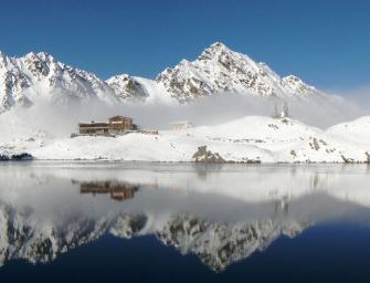 Jéghotelt építenek a Fogarasi havasokban