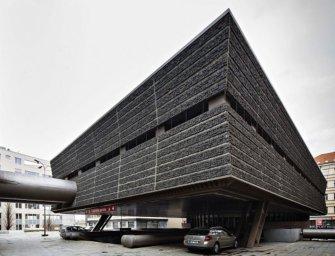 Brutalista stílusban készült épületet akarnak lerombolni Prágában