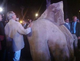Találtak egy óriási fáraószobrot a kairói szegénynegyedben