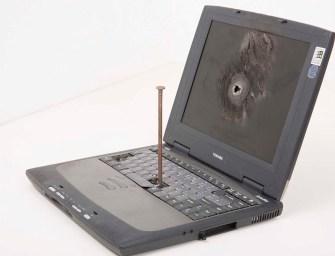 Hogyan lesz műalkotás egy régi laptopból? – Interjú a Restart kiállítás kurátorával