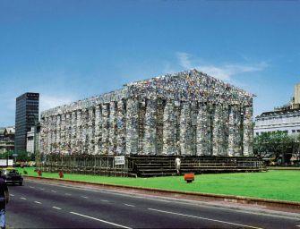 10 méter magas  Parthenón építettek betiltott könyvekből