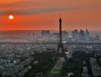 Ma éjszaka elsötétül az Eiffel-torony
