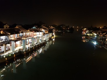Éjszakai fények Zhujiajiaoban